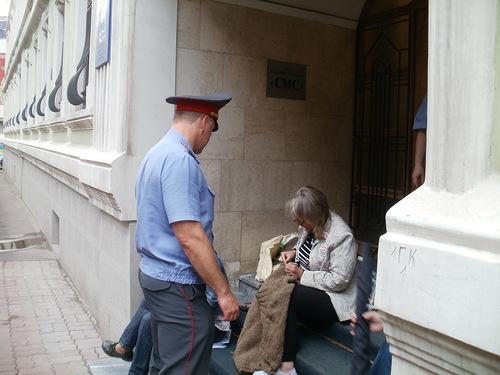 ОМОН «свинтил» многодетных матерей за «квартирную голодовку» у офиса ЕР