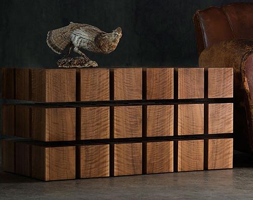 Новый стол из матрицы парящих в воздухе деревянных кубов