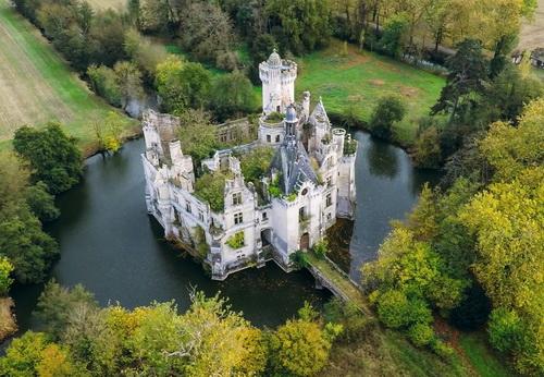 6,5 тысяч пользователей купили вскладчину французский замок за €500 тысяч