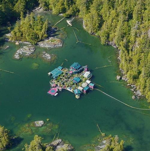 Канадская пара возвела для самих себя целый остров
